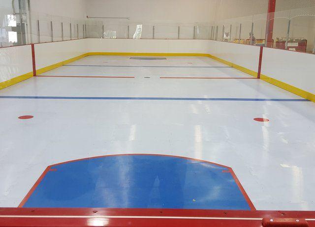 Sân trượt băng bằng nhựa