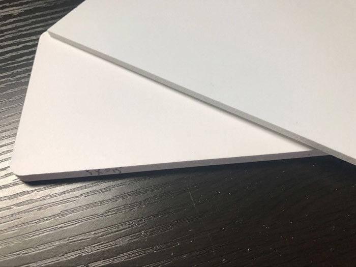 Nhựa PVC màu trắng